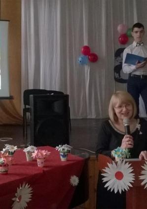 Директор лицея Михайлеску С.А. поздравляет педагогический коллектив.